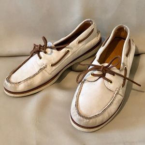 SPERRY gold cup auth. original nubuck boat shoe.